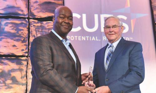 2017 CUES Distinguished Director J. Marvin Hawk, CCD, receives his award with the support of his fellow board members and CEO.