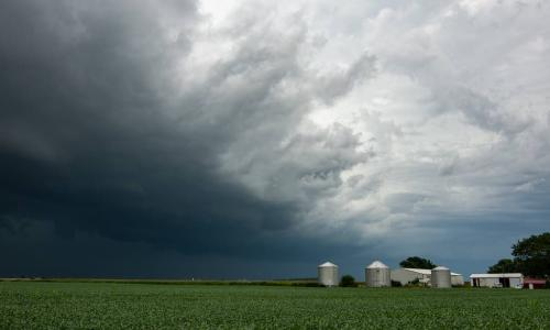Iowa derecho storm approaches a farm house